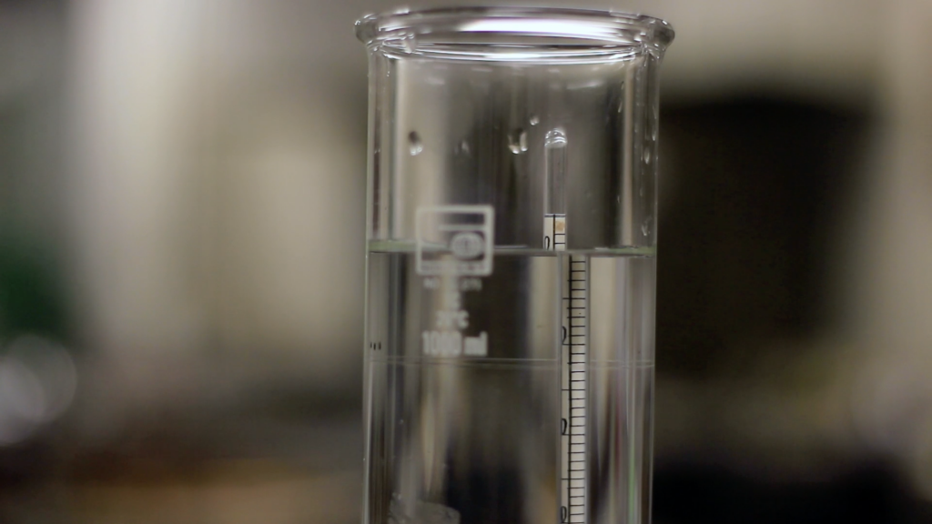 This image shows a reading of scale which is above zero. The scale is submerged in water into a glass jar.