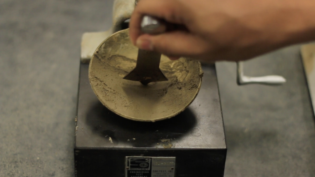 Cutting a groove at the middle of the soil paste with a standard grooving tool
