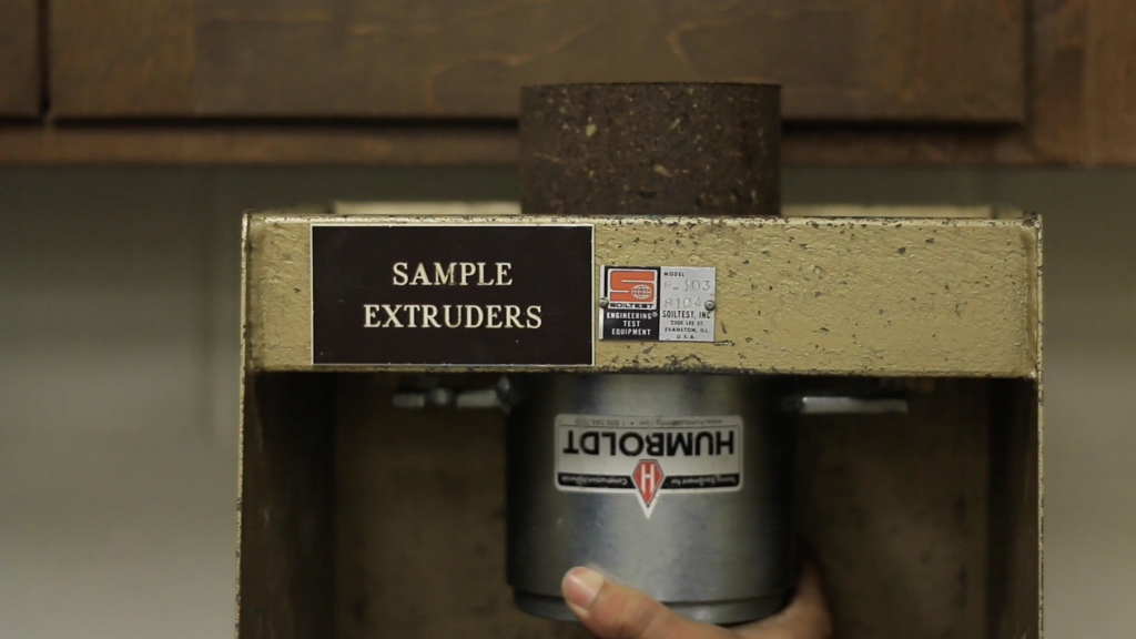 Removal of the compacted sample with an extruder