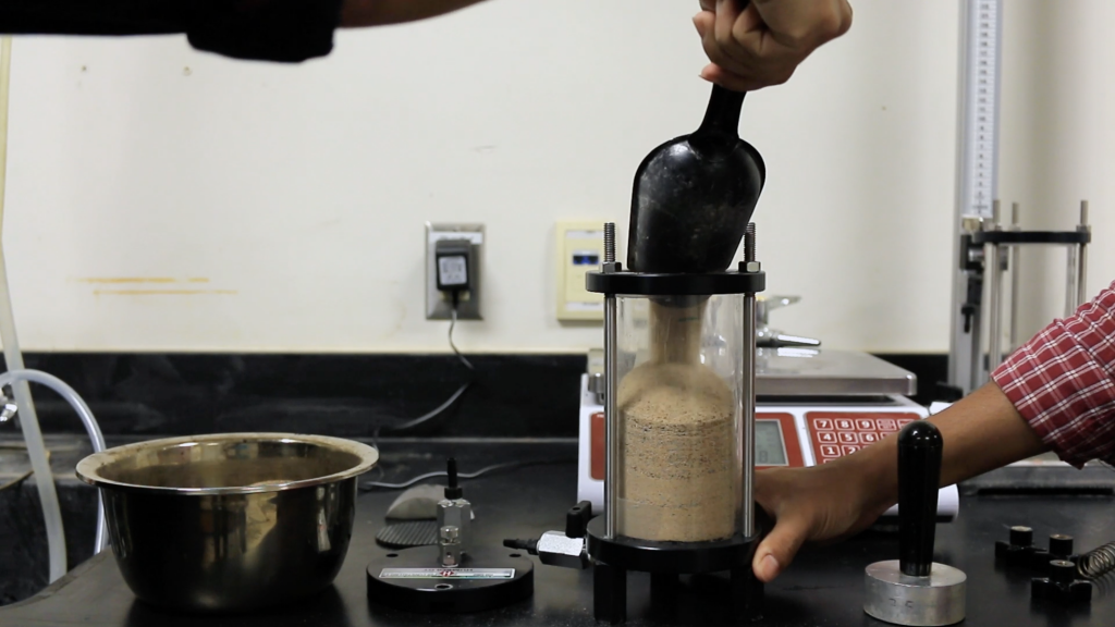 Filling the permeability mold in three layers